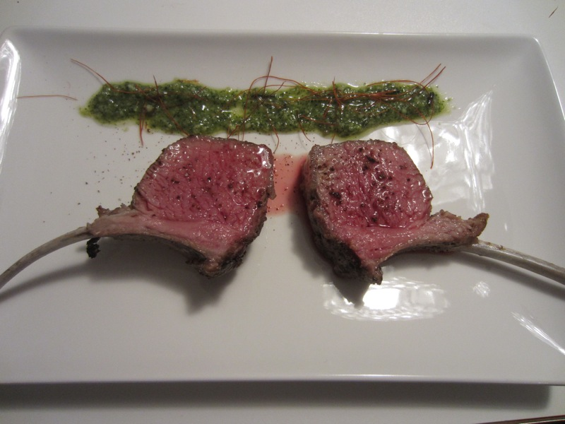 lordbre cooks – advanced: Lammcarrée mit Minz/Zitrus/Rosmarin-Pesto
