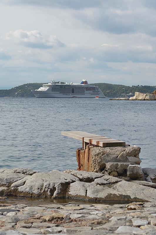 5 Sterne Luxus Kreuzfahrtschiff MS Europa 2 vor Skiathos