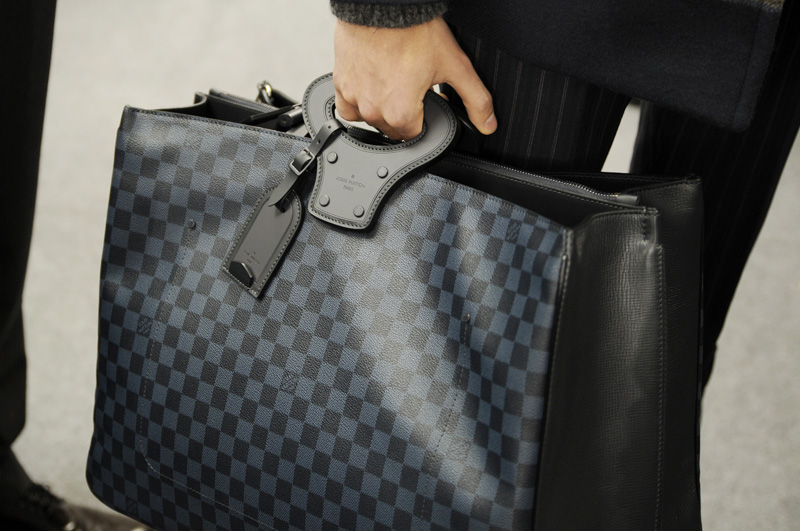 Louis-Vuitton-Damier-Cobalt-03