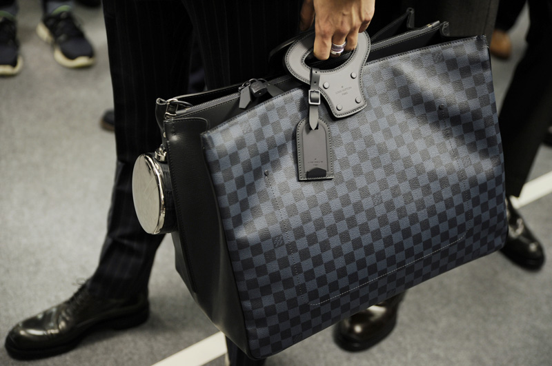Louis-Vuitton-Damier-Cobalt-09