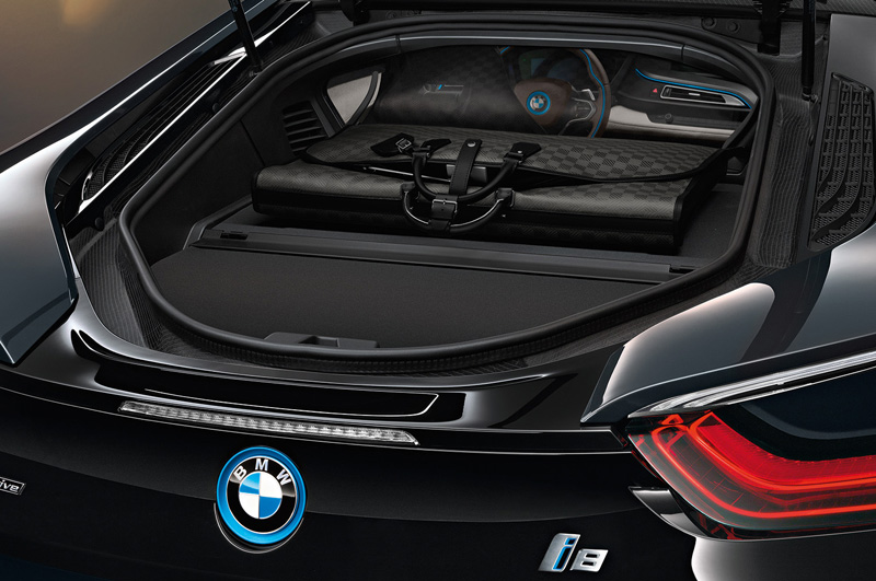 Louis-Vuitton-for-BMW-i8_03