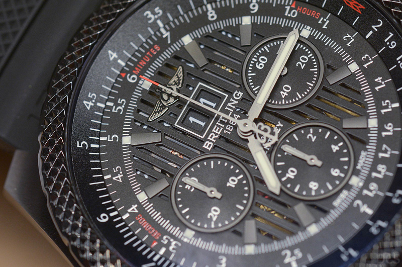 Hands-on Breitling for Bentley 6.75 Midnight Carbon