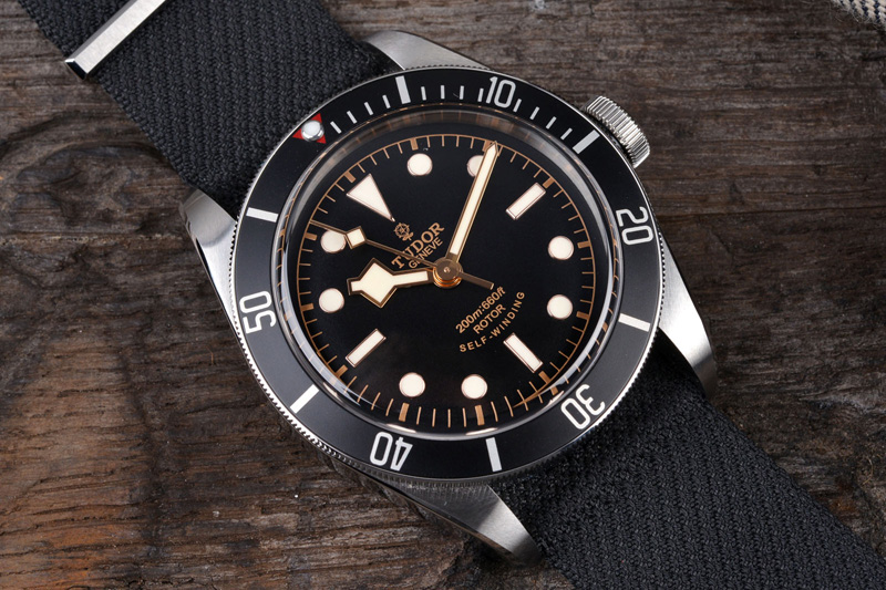 BS-Tudor-BlackBay-Black-05
