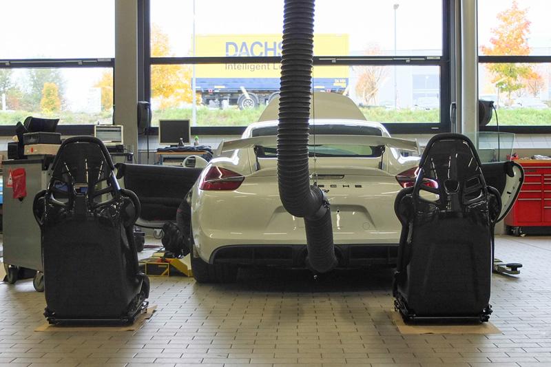 Porsche-Cayman-GT4_001