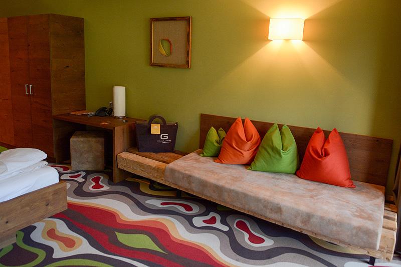 Regenwalddusche Test : Neben dem schönen Doppelbett gibt es noch ein ...