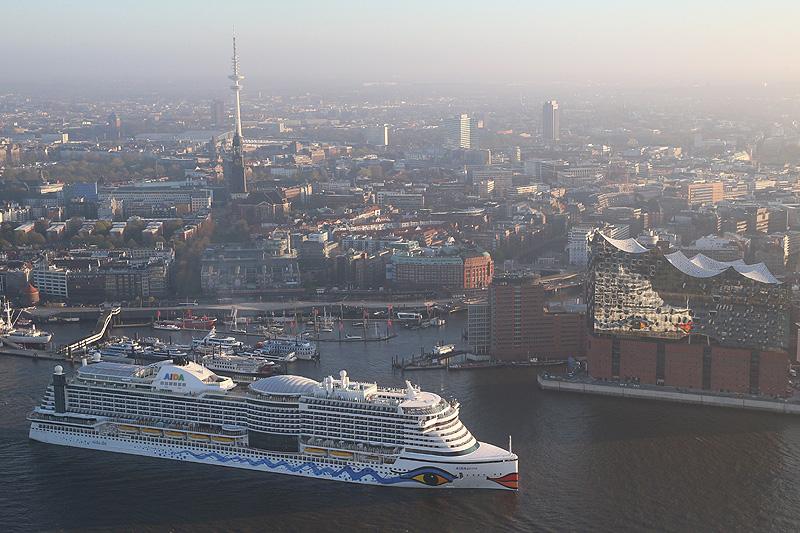 AIDAprima_Erstanlauf_Hamburg_Elbphilarmonie