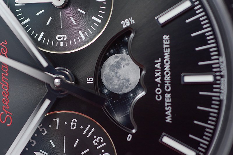 Omega-Speedmaster-Moonphase_7851