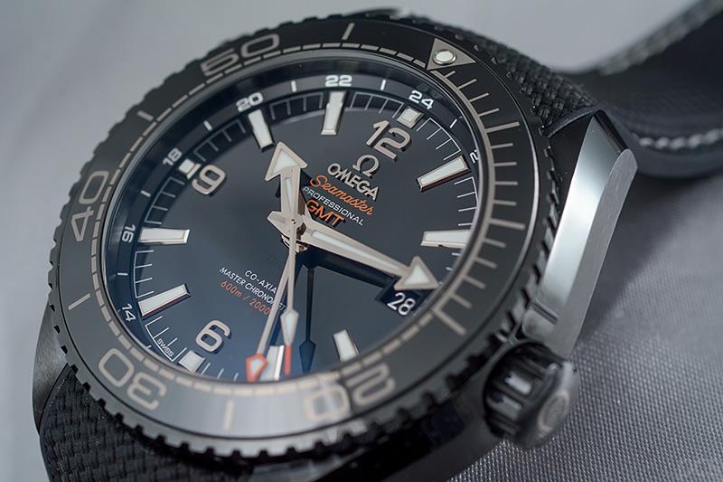 Omega-Deep-Black_8515