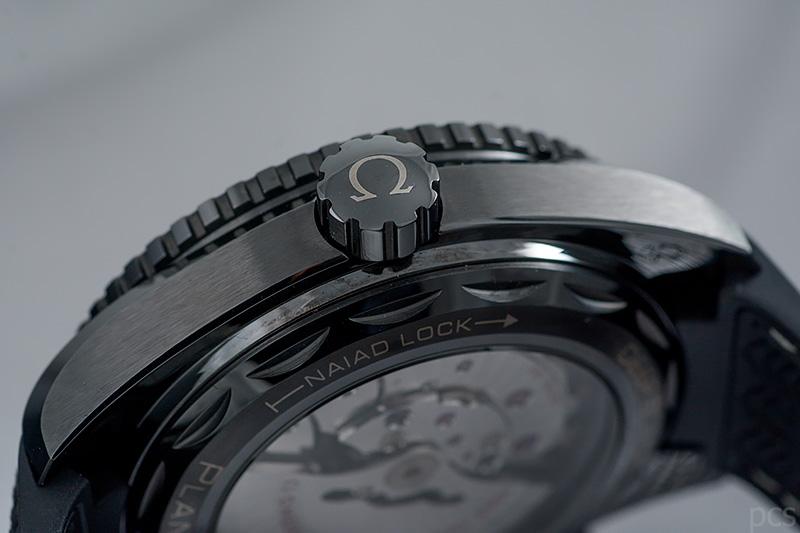 Omega-Deep-Black_8525