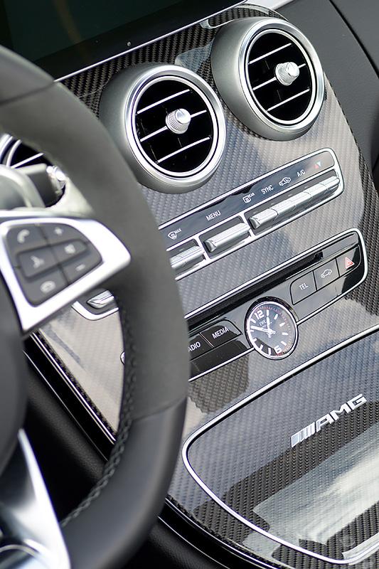 Cockpit IWC Uhr Mercedes-AMG C63S Cabrio