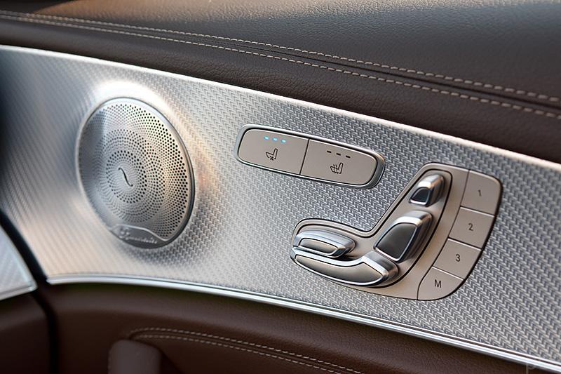 Detailansicht Türverkleidung Mercedes E-Klasse All Terrain