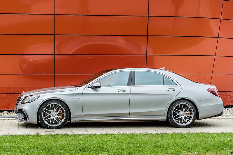 Mercedes-AMG S 63 4matic+ in designo allanitgrau magno
