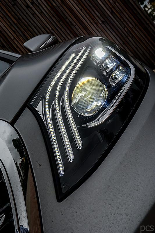 Multibeam LED Scheinwerfer mit Lichtfackeln