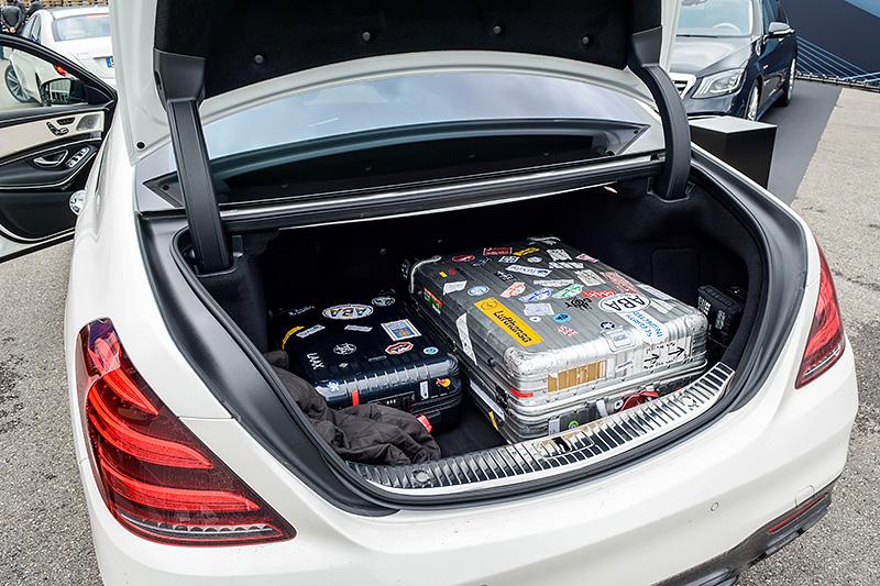 Kofferraum Mercedes AMG S-Klasse Rimowa Koffer