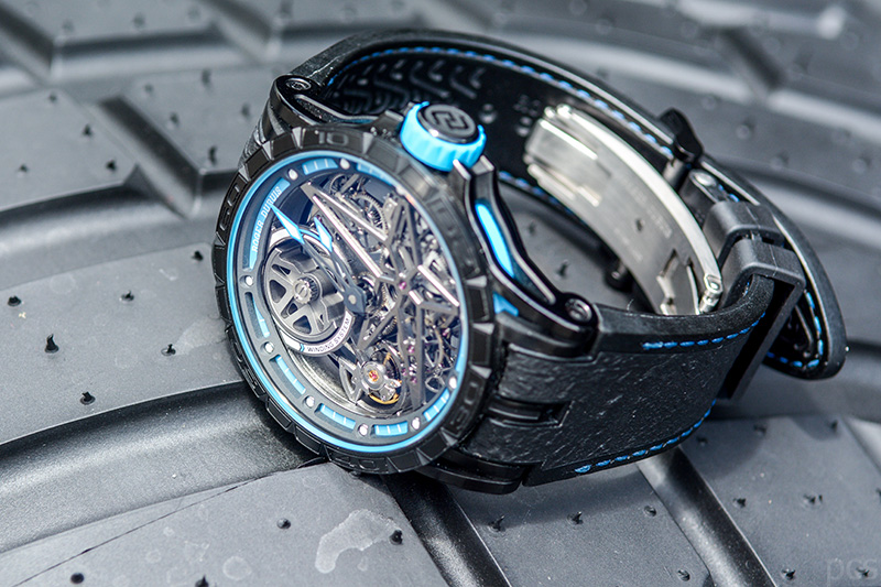 Luxify Review Hand on Roger Dubuis Excalibur Spider Pirelli