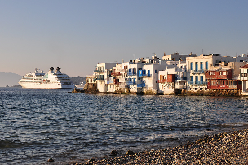 Kreuzfahrtschiff Seabourn Quest vor Mykonos, Griechenland