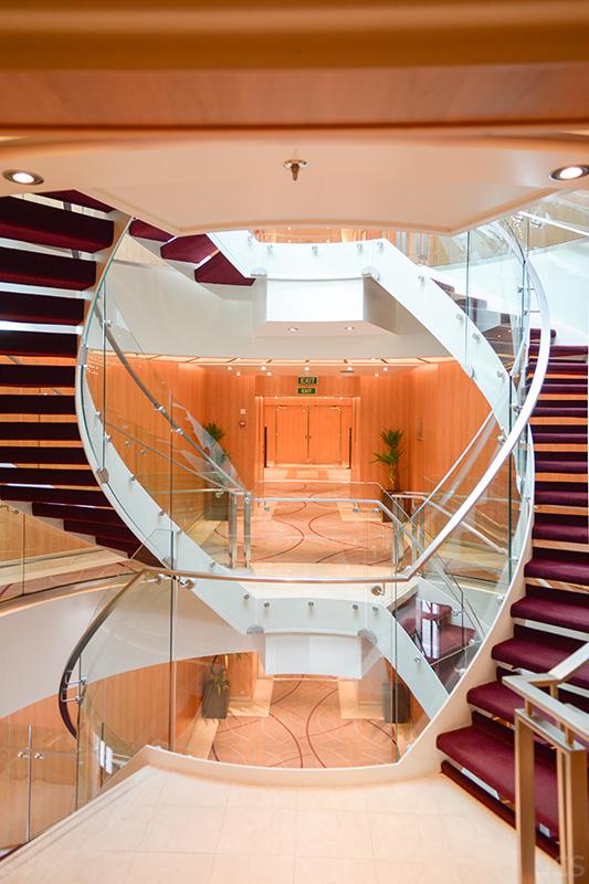 Blick in das Treppenhaus der Seabourn Quest