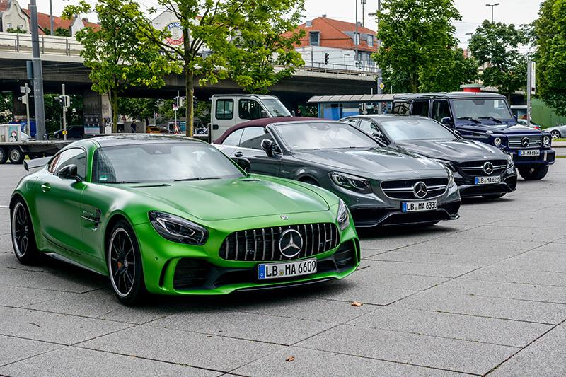 AMG Modelle vor dem Münchner Performance Center