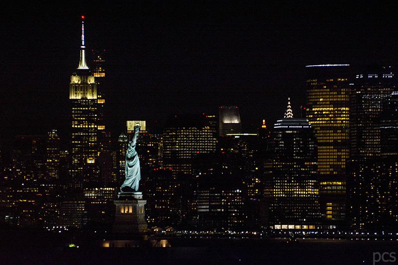 New York Freiheitsstaue bei Nacht