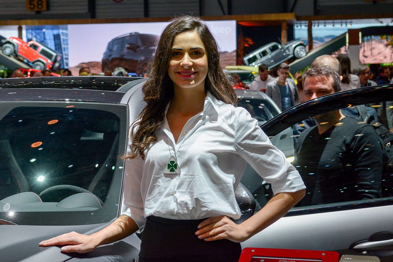 Luxify Autosalon Genf 2018 Messehostess Alfa Romeo