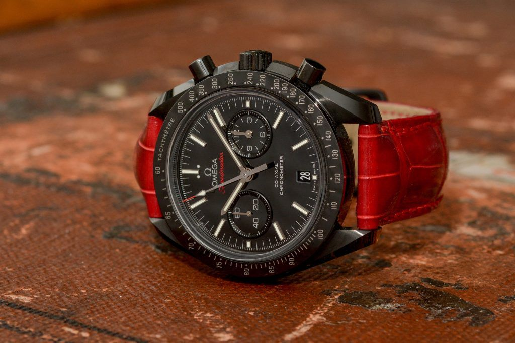 Luxify Review Hands-on Omega Speedmaster Dark Side of the Moon Hirsch Bracelet