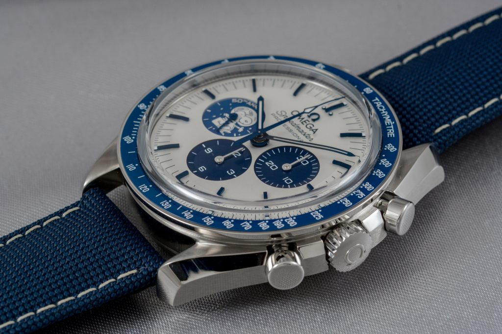 Luxify Review Hands-on Omega Speedmaster Silver Snoopy Award 50th Anniversary
